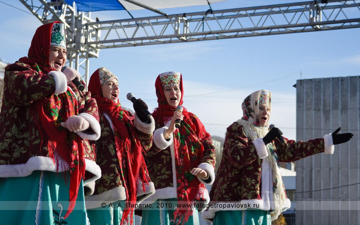 Фотография: праздничный концерт. День народного единства на площади Ленина в Петропавловске-Камчатском