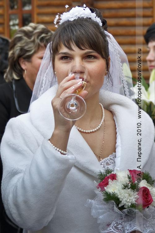 Фотография: бокал шампанского за здоровье города!