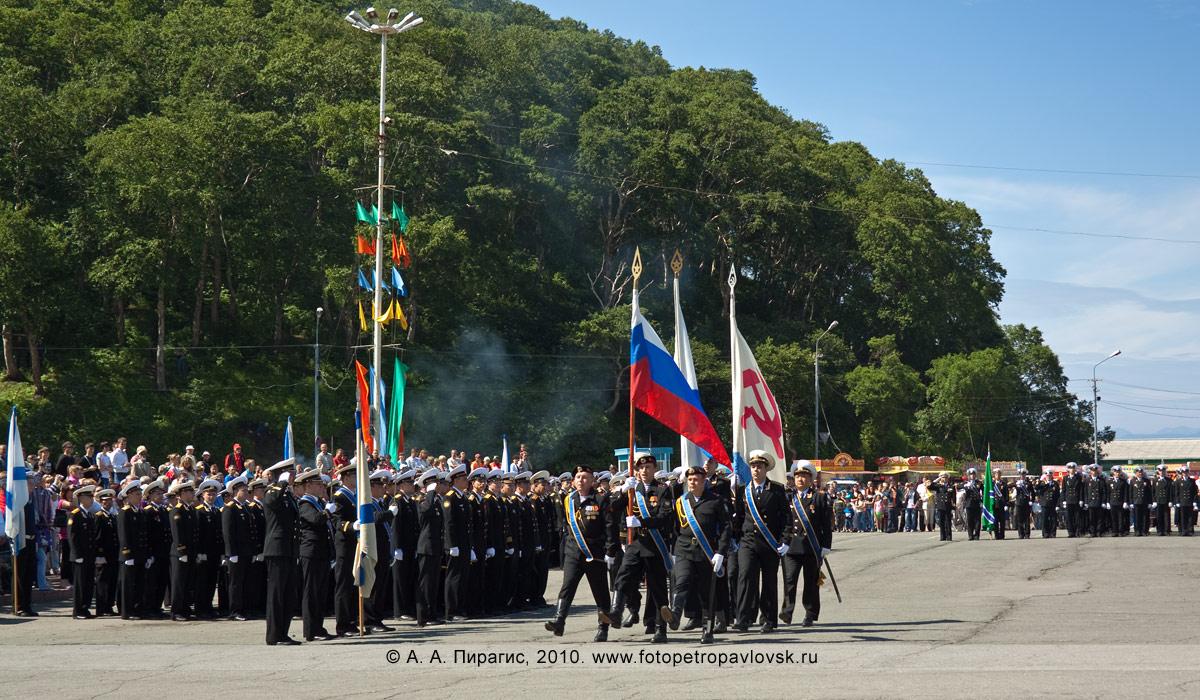 Фотография: празднование Дня Военно-морского флота на Камчатке — военный парад в Петропавловске-Камчатском
