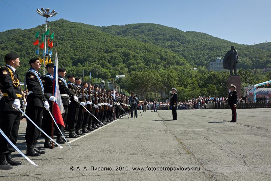 Фотография: День Военно-морского флота на Камчатке — военный парад в Петропавловске-Камчатском
