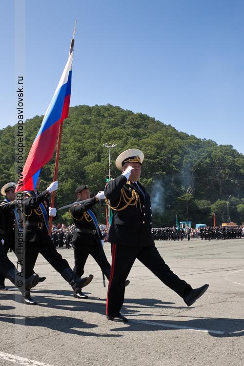 Фотография: празднование Дня ВМФ на Камчатке: военный парад в городе Петропавловске-Камчатском