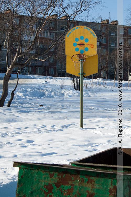 Фотография: баскетбольное кольцо: Молодежь, дети — спорт (Петропавловск-Камчатский)