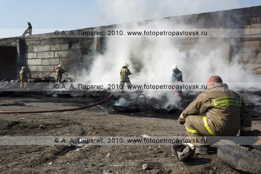 Фотография: пожарные тушат пожар в Петропавловске-Камчатском