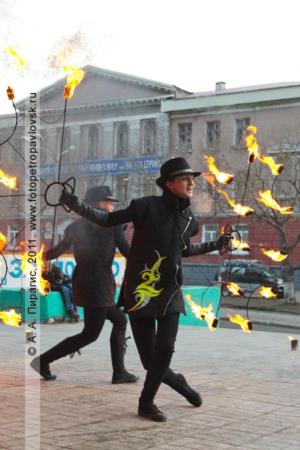 """Фотография: выступление камчатской шоу-группа """".W.O.X."""" с программой огненного шоу. """"Art-party"""", Международный день музеев"""