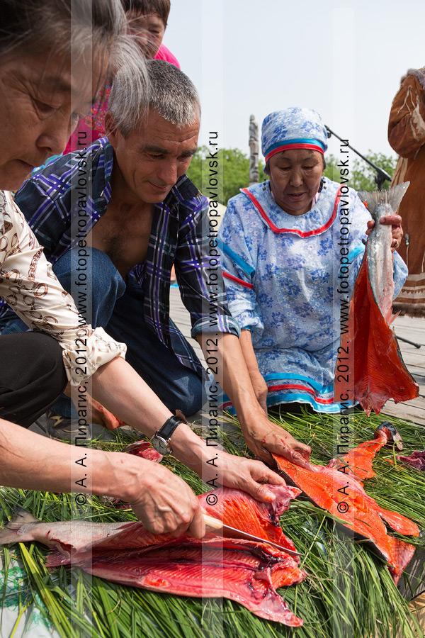Фотография: конкурс по разделке красной рыбы. День первой рыбы в Камчатском крае