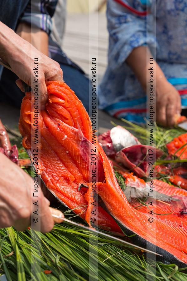 Фотография: красная рыба. День первой рыбы, конкурс по разделке рыбы на скорость