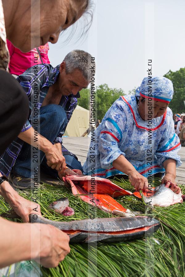 Фотография: праздник День первой рыбы, конкурс по разделке красной рыбы. Камчатский край, город Петропавловск-Камчатский