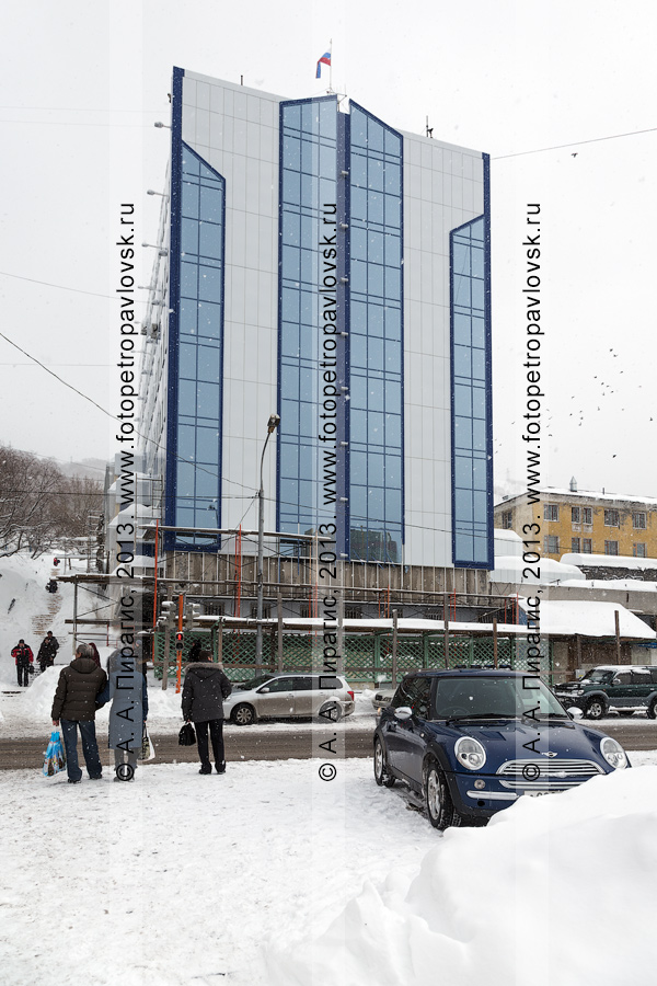 Фотография: вид на здание Управления Федеральной службы безопасности РФ по Камчатскому краю после капитального ремонта фасада