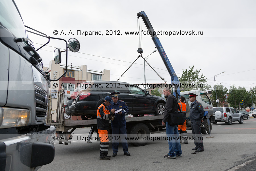 Фотография: рейд ДПС ГИБДД по выявлению нарушений правил остановки и стоянки транспортных средств в городе Петропавловске-Камчатском