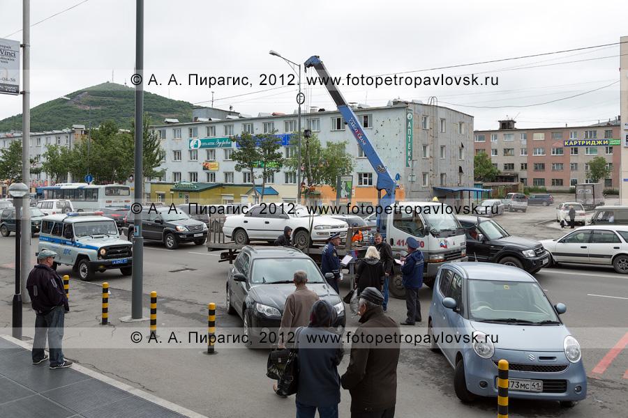 Фотография: рейд ГИБДД Камчатского края по выявлению нарушений правил остановки и стоянки транспортных средств в городе Петропавловске-Камчатском