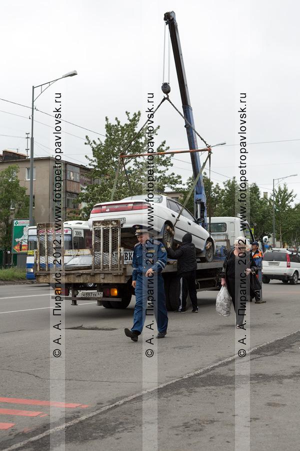 Фотография: рейд ДПС ГИБДД по выявлению нарушений правил остановки и стоянки транспортных средств в столице Камчатского края