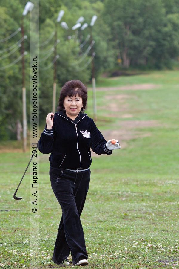Фотография: камчатская гольфистка Огай Нина. Соревнования по гольфу в городе Петропавловске-Камчатском