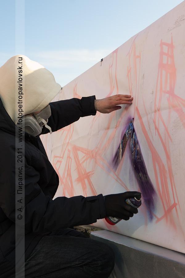 """Фотография: камчатский граффитчик. Граффити-акция в Петропавловске-Камчатском. """"Art-party"""". Международный день музеев"""
