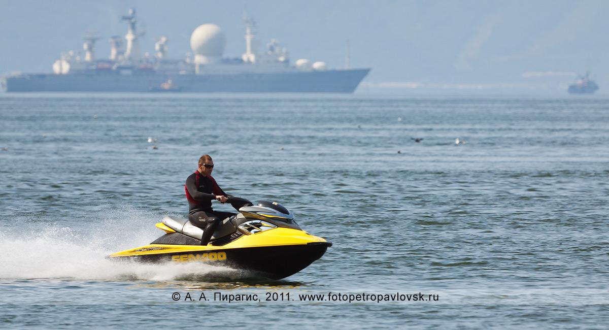 Фотография: катание на водном мотоцикле (гидроцикле) по акватории Авачинской губы (Авачинской бухты)