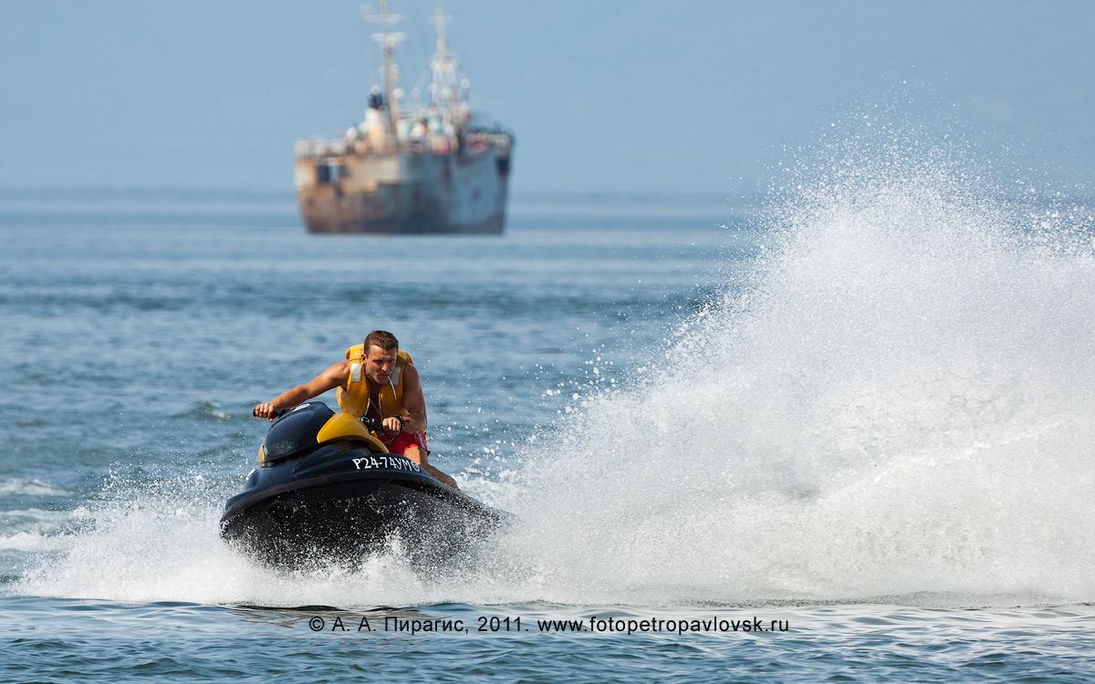 Фотография: катание на водном мотоцикле (гидроцикле). Камчатка, Авачинская губа (Авачинская бухта)