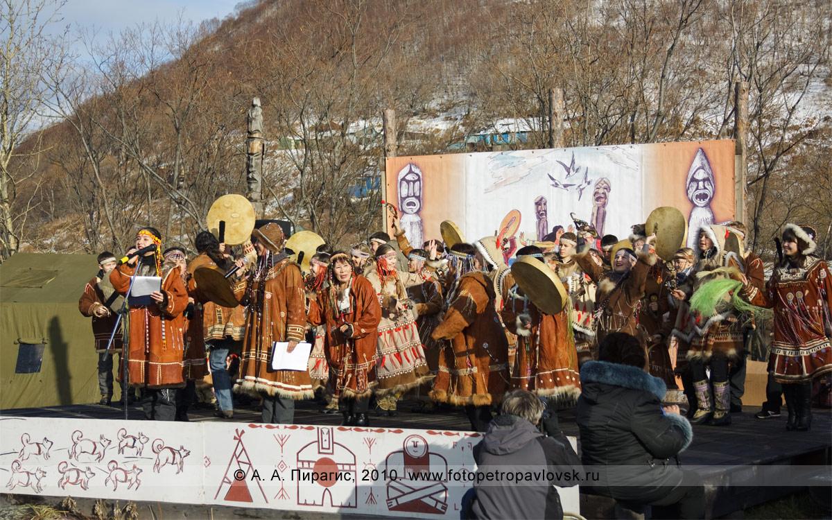 """Фоторепортаж: празднование корякского национального обрядового праздника нерпы """"Хололо"""""""