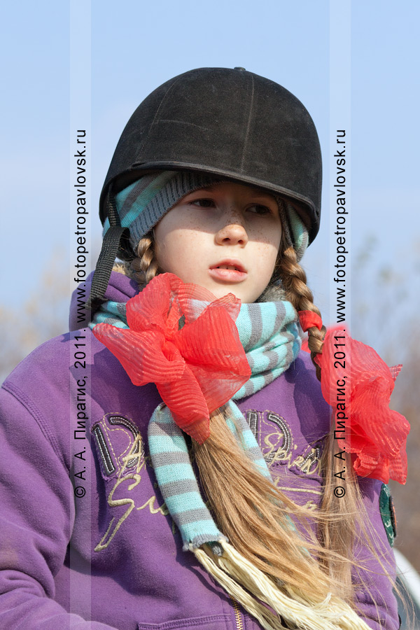 Фотография: камчатская всадница — участница соревнований по конному спорту в дисциплине манежная езда