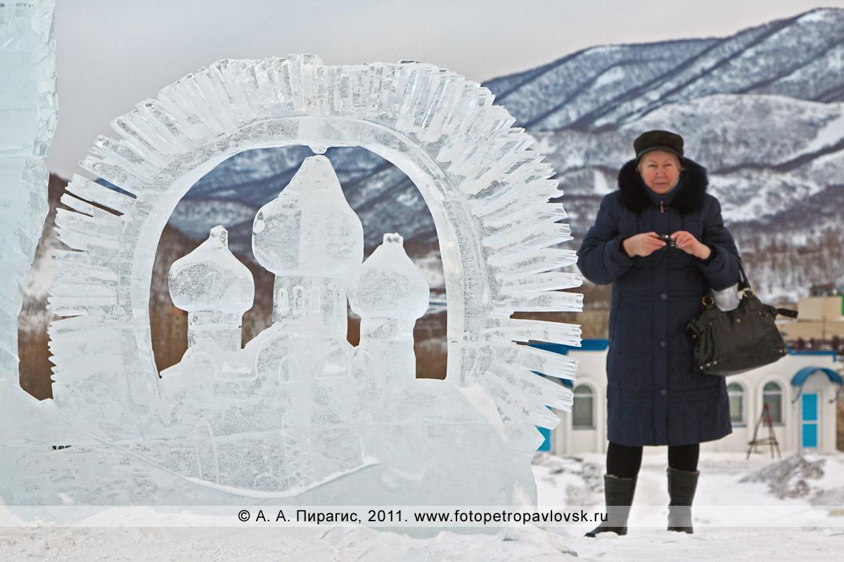 Фотография: фрагмент скульптуры изо льда (автор Денис Абдулин) в ледовом парке на площади у собора Святой Живоначальной Троицы в городе Петропавловске-Камчатском