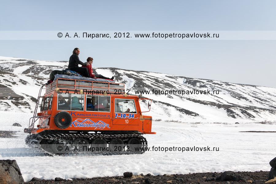 Фотография: перевозка пассажиров на ратраке. Сухая речка у подножия Авачинского вулкана, полуостров Камчатка
