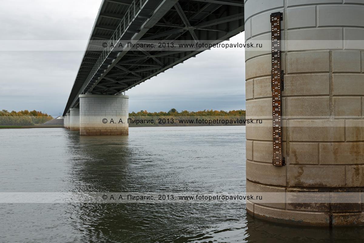 Фотография: река Камчатка, опоры моста через реку Камчатку (168-й километр трассы Мильково — Ключи — Усть-Камчатск). Камчатский край