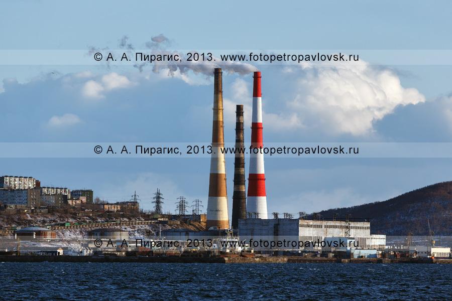 Фотография: Камчатская ТЭЦ-1 в городе Петропавловске-Камчатском, вид на теплоэлектроцентраль с Авачинской губу (Авачинской бухты)