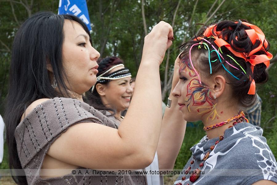 Фотография: конкурс причесок и дефиле в Петропавловске-Камчатском. Международный день коренных малочисленных народов мира