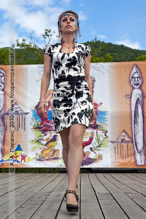 Фотография: дефиле на конкурсе причесок. День аборигена в Петропавловске-Камчатском