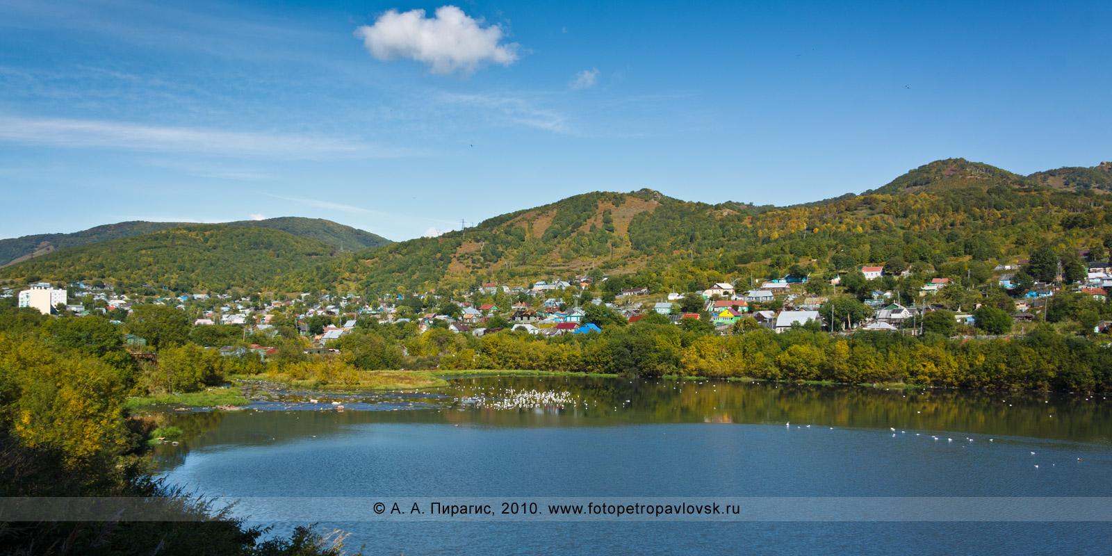 """Фотография: район """"Копай"""" в городе Петропавловске-Камчатском. На переднем плане — одно из запрудных озер бухты Бабьей"""