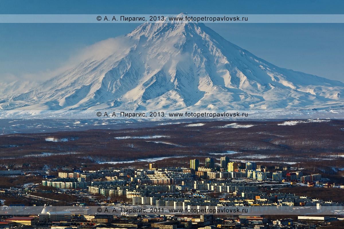 Фотография: Корякский вулкан — действующий (активный) вулкан полуострова Камчатка. Город Петропавловск-Камчатский, микрорайон Северо-Восток