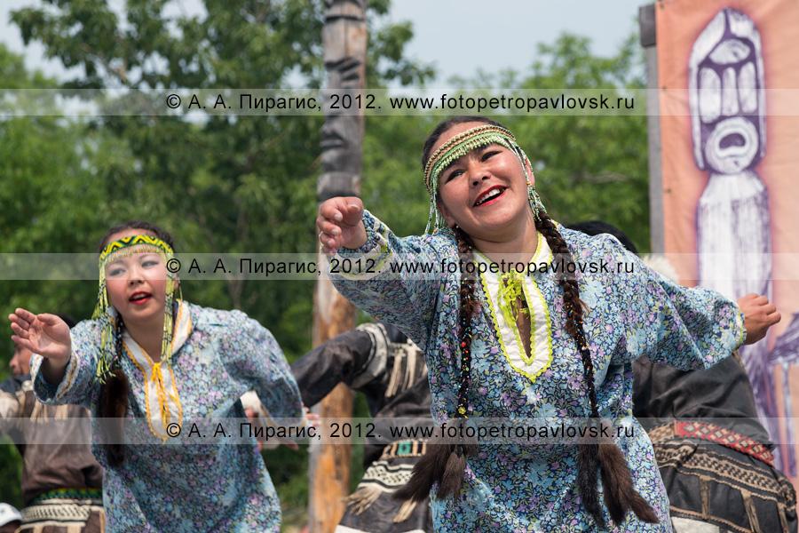 """Фотография: участницы камчатского молодежного национального танцевального коллектива """"Коритэв"""" танцуют на празднике День первой рыбы"""