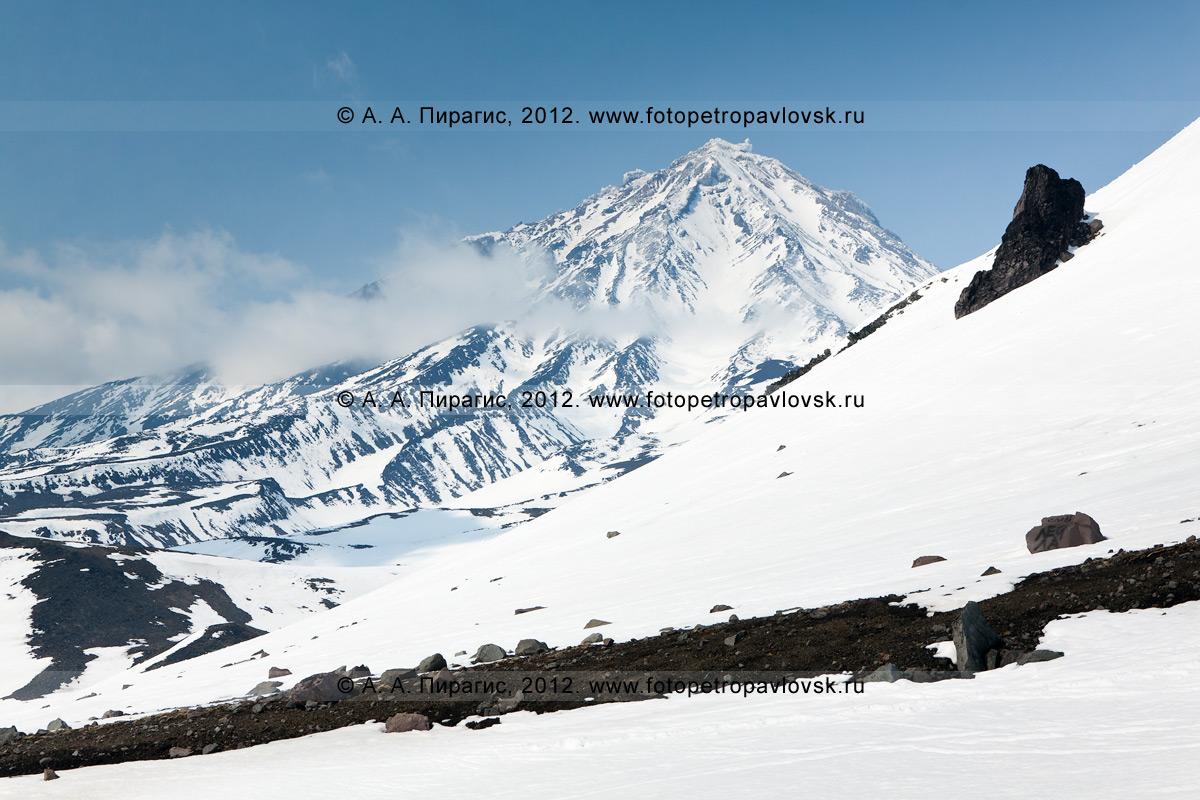 Фотография: вид на Корякский вулкан (Корякскую сопку) с Авачинского перевала. Полуостров Камчатка