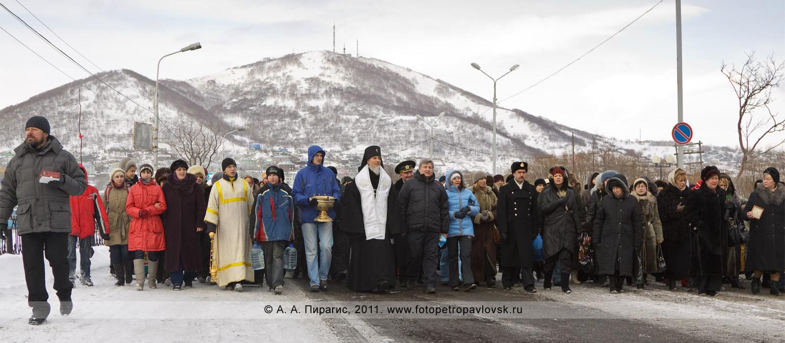 Фотография: крестный ход на Рождество Христово в городе Петропавловске-Камчатском