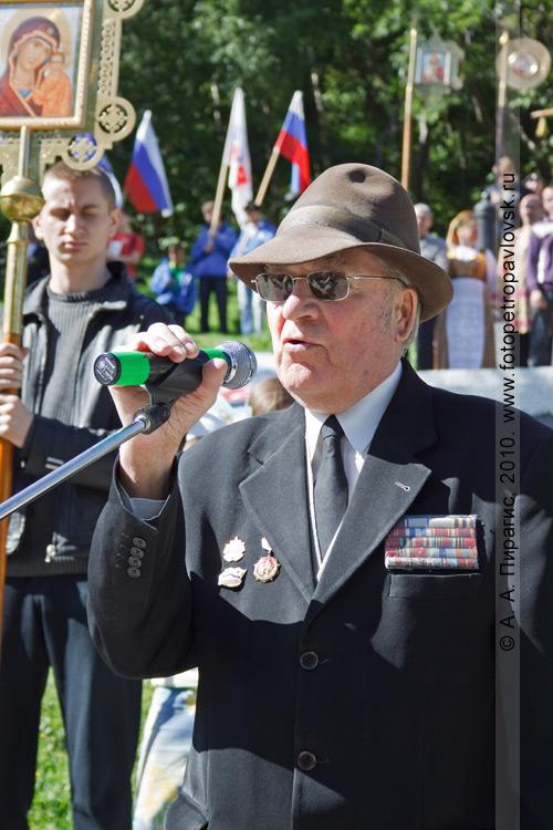 Фотография: Виктор Денищенко — председатель Совета ветеранов города Петропавловска-Камчатского. Празднование годовщины героической обороны Петропавловского порта от англо-французской эскадры