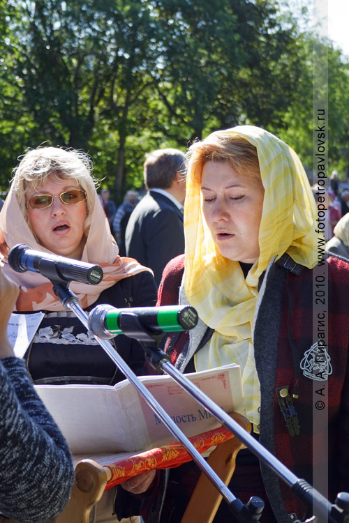 Фотография: Певчие. Божественная литургия в память о погибших камчатцах при обороне Петропавловска в августе 1854 года