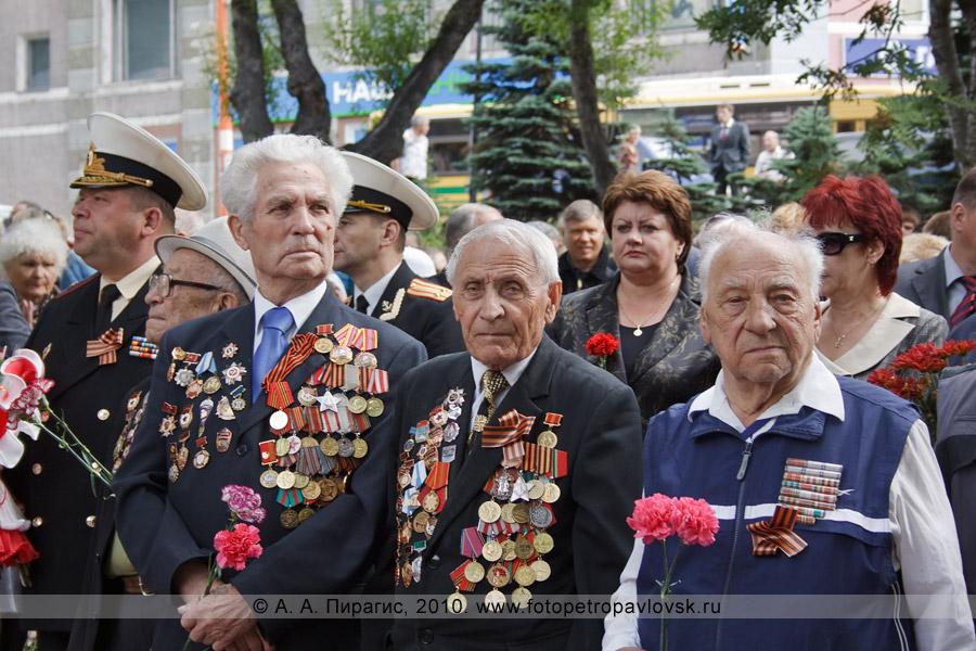 Фотография: ветераны. Сквер Свободы Петропавловска-Камчатского, годовщина со дня начала Курильской десантной операции