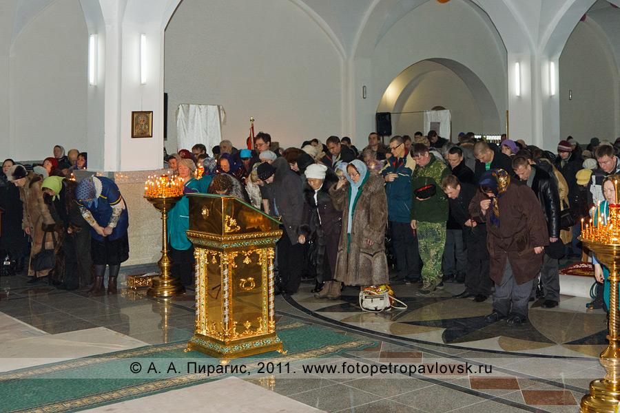 Фотография: в соборе Святой Живоначальной Троицы (Петропавловск-Камчатский). Прощеное воскресенье
