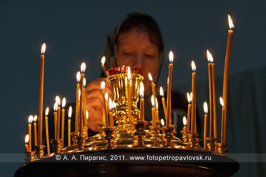 Фотографии: свечи в соборе Святой Живоначальной Троицы в городе Петропавловске-Камчатском. Прощеное воскресенье