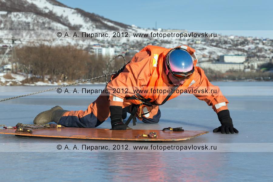 Фотография: учения по отработке действий оперативных служб при оказании помощи пострадавшему на несанкционированном ледовом переходе. Камчатка, Петропавловск-Камчатский