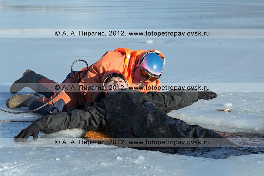 Фотография: учения по отработке действий оперативных служб при оказании помощи пострадавшему на несанкционированном ледовом переходе. Камчатский край, Петропавловск-Камчатский