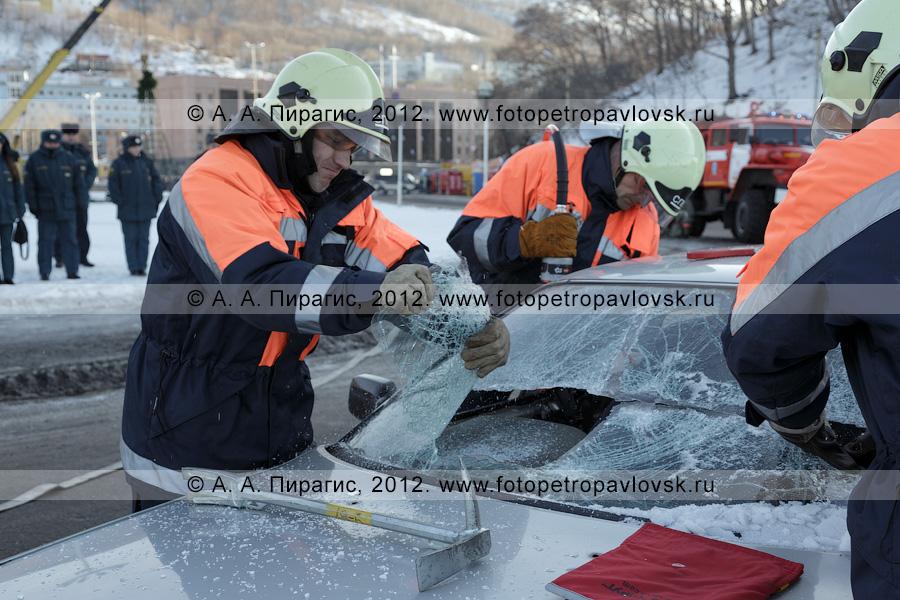 Фотография: учения по отработке действий оперативных служб при ликвидации последствий дорожно-транспортного происшествия (ДТП). Полуостров Камчатка, город Петропавловск-Камчатский