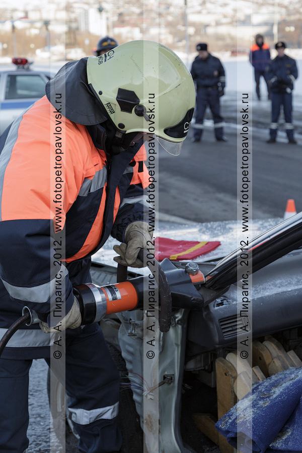 Фотография: учения по отработке действий оперативных служб при ликвидации последствий дорожно-транспортного происшествия (ДТП). Камчатский край, город Петропавловск-Камчатский
