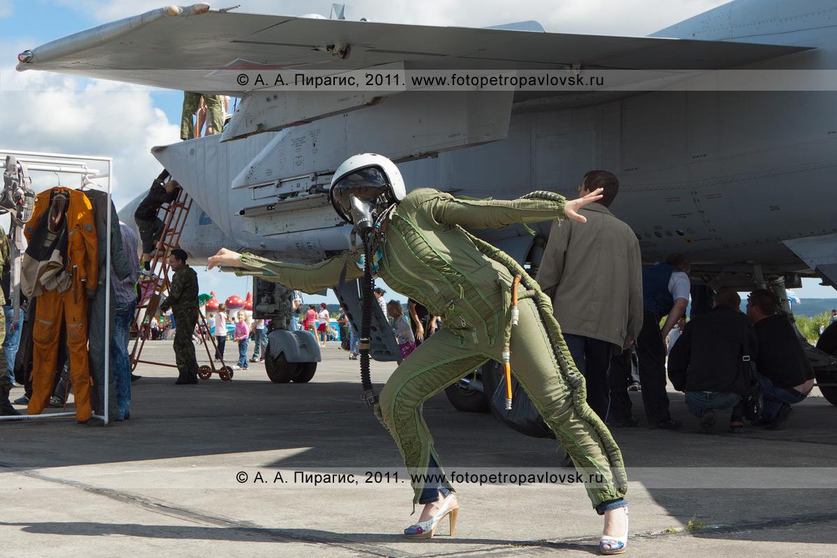 Фотография: костюм летчика-истребителя МиГ-31 противовоздушной обороны дальнего действия. Военный аэродром Елизово (Камчатка). День Воздушного флота России (День авиации)