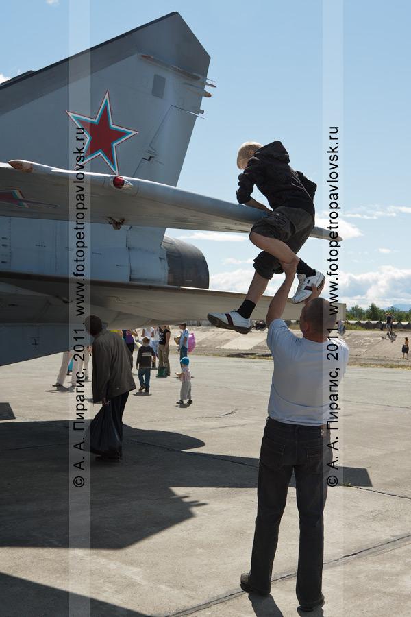 Фотография: российский истребитель МиГ-31. Демонстрационный показ авиационной техники на Камчатке в День Воздушного флота Российской Федерации (День авиации)
