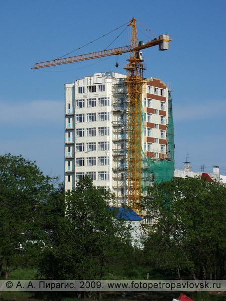 Высотное здание на улице Топоркова в городе Петропавловске-Камчатском