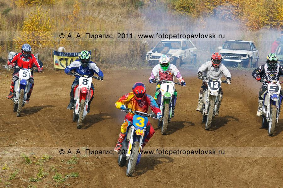 Фотография: старт соревнований по мотокроссу в городе Елизово (Камчатский край)
