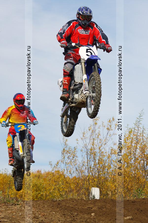 Фотография: соревнования по мотокроссу на Камчатке — прыжки с трамплина камчатских мотоциклистов