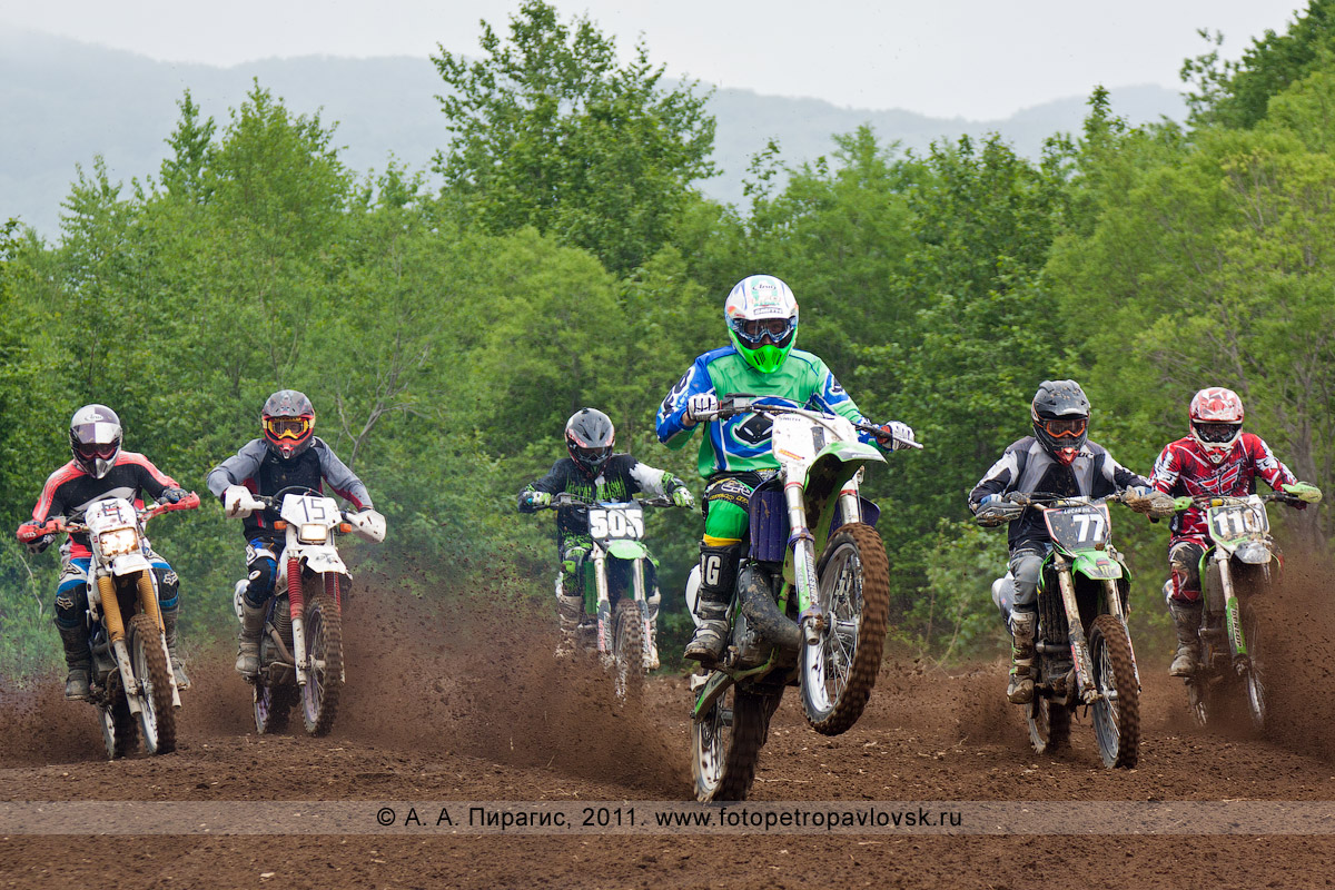 Фотография: на трассе. Соревнования по мотокроссу в городе Петропавловске-Камчатском