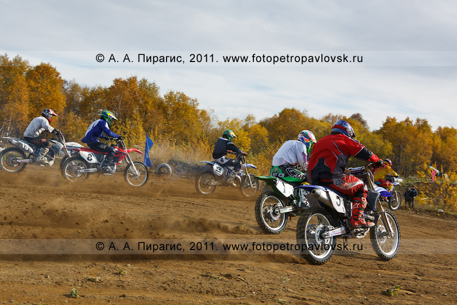 Фотография: камчатские мотоциклисты. Соревнования по мотокроссу на Камчатке в городе Елизово