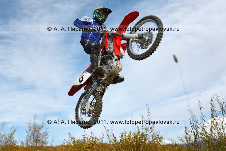 Фотография: камчатский мотоциклист. Соревнования по мотокроссу в городе Елизово на Камчатке