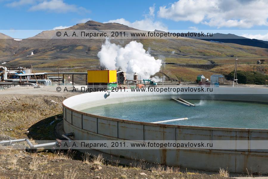 Фотография: бассейн для сбора отработанной термальной воды. Мутновская геотермальная электростанция (Мутновская ГеоЭС). Полуостров Камчатка
